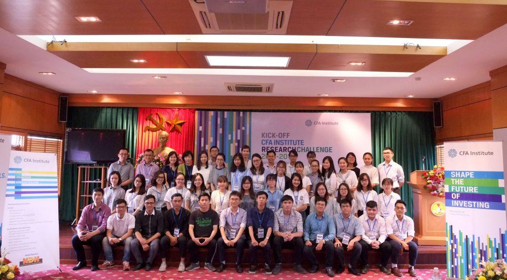 Team Hanoi Cuộc thi Phân tích Đầu tư. Research Challenge 2017-2018 team Hanoi